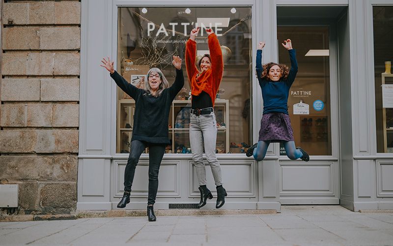 Chez Patt'ine, l'équipe est à votre service pour trouver les meilleures chaussures pour vos enfants